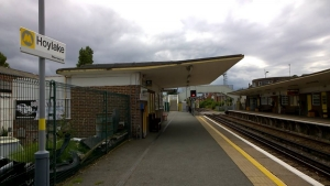Merseyrail guard praised after man with knife on train arrested